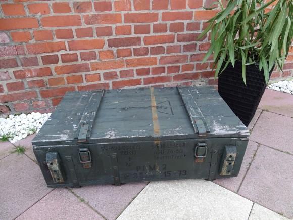 Flache grüne koffertruhe 2