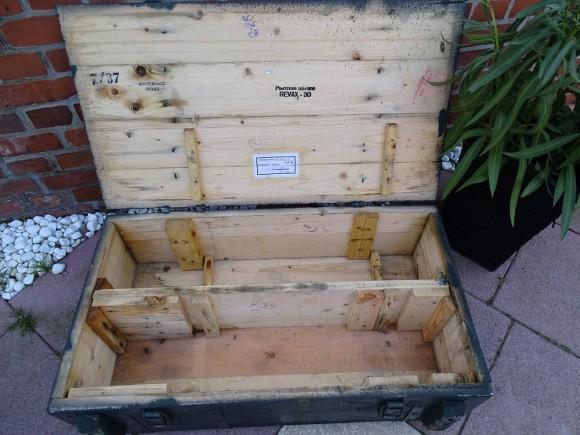 Flache grüne koffertruhe 3