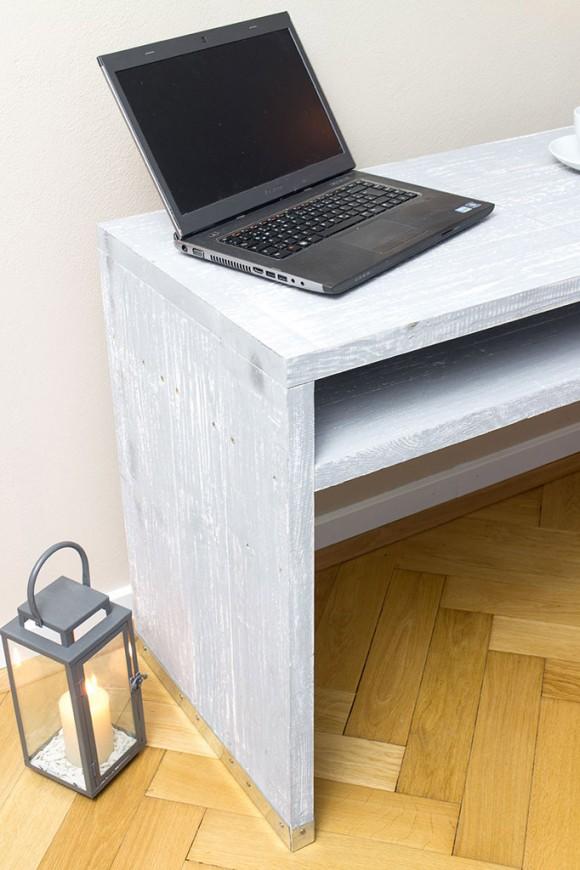 """Schreibtisch """"shabby chic"""" aus Bohlenholz"""